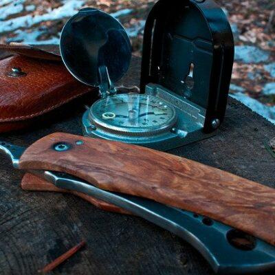 couteaux et outils de survie